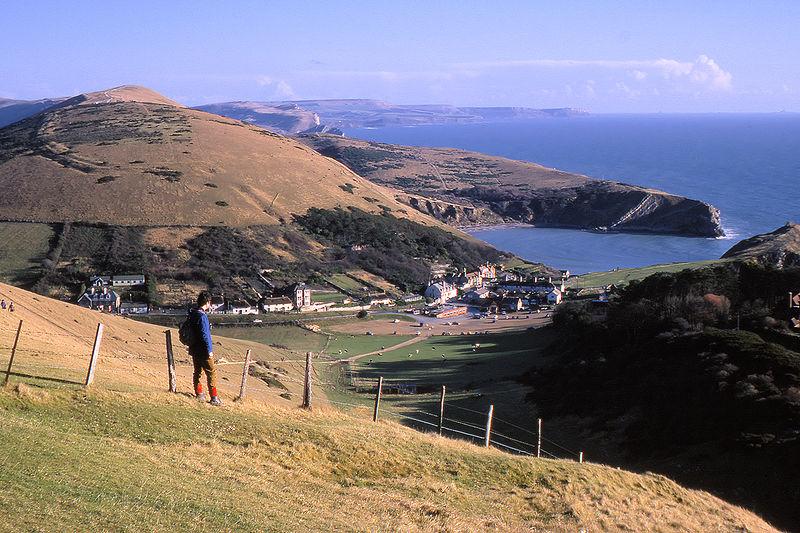 800px-Lulworth_cove_and_village_arp