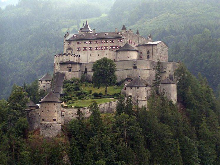 800px-Festung_Hohenwerfen