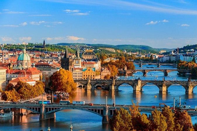 800px-Prague_skyline_view