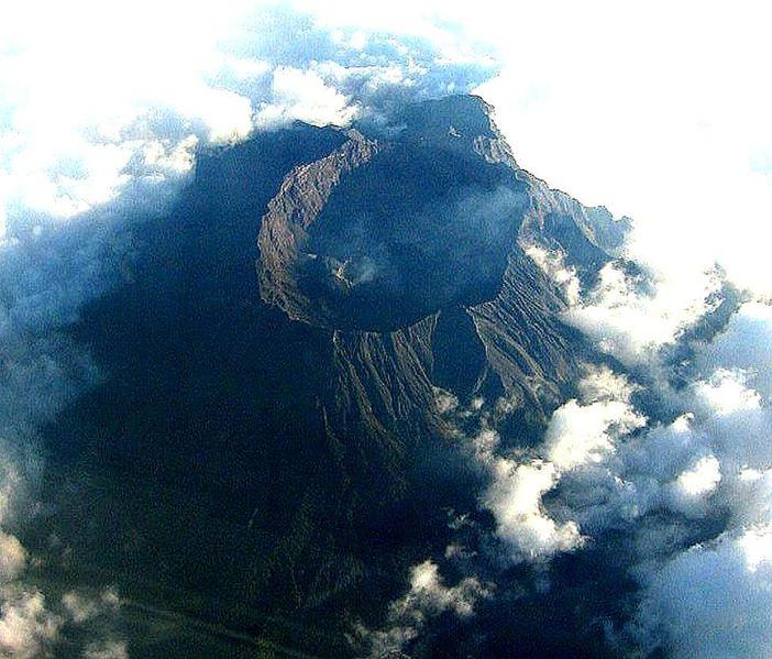 702px-Mount_Raung_Wikipedia