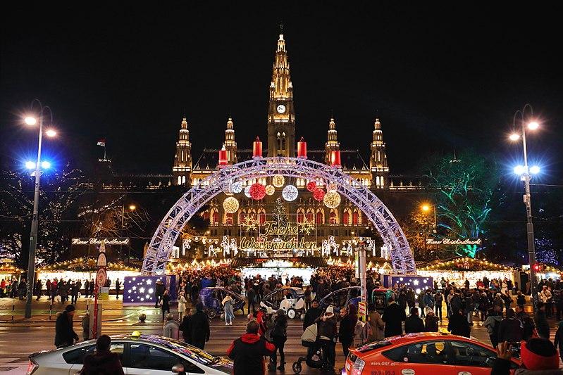 800px-Wien_-_Christkindlmarkt,_Rathausplatz