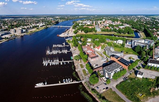 800px-Pärnu_kesklinn_-_Aerial_photo_of_Pärnu_in_Estonia