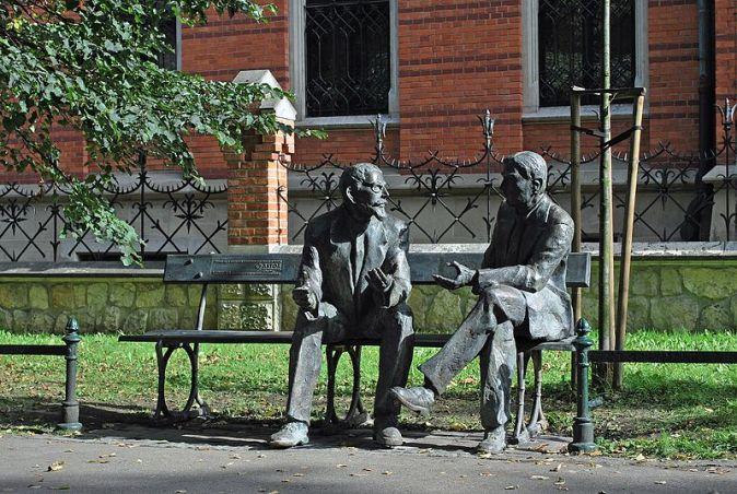 Monument_of_Polish_mathematicians_Stefan_Banach_and_Otton_Nikodym_(2016,_designed_by_Stefan_Dousa),_Planty_Garden_Park,_Podzamcze_street,_Old_Town,_Krakow,_Poland