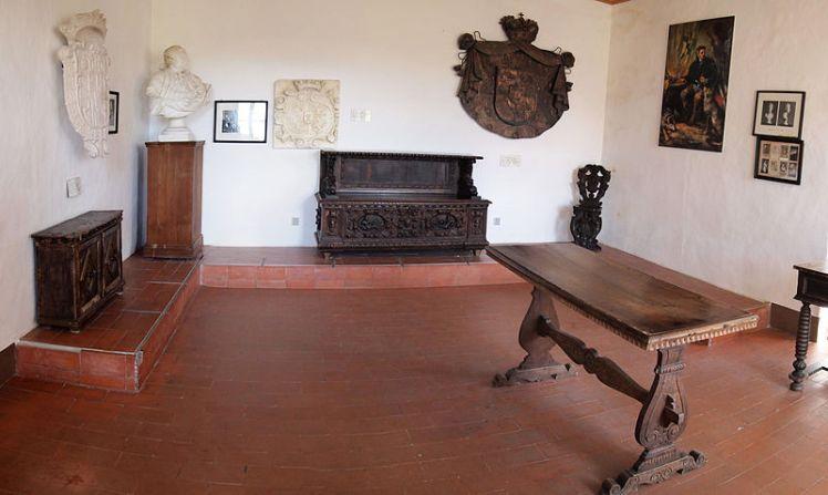 Predjama_Castle_-_room