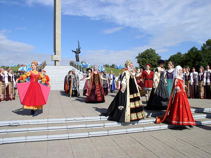 800px-Belarus-Minsk-940_Anniversary_near_Minsk-Hero-City_Monument-25