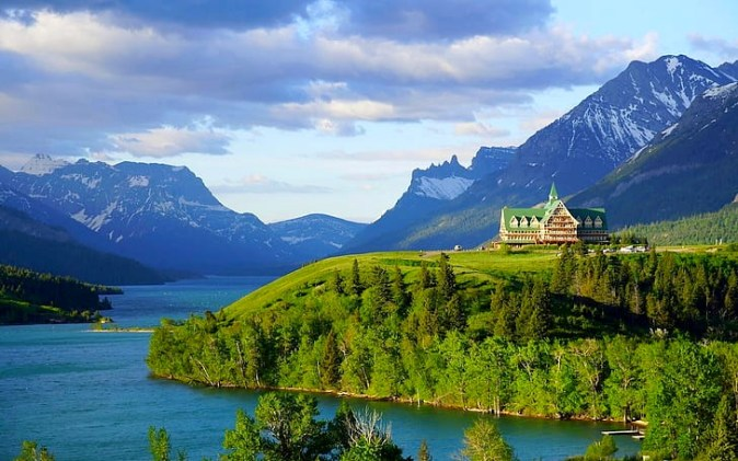prince-of-wales-hotel-waterton-lake-alberta-canada-rocky-mountains-wallpaper-preview