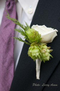Boutonniere Tim to Sue 81510