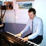 Клавишник группы_Zа вiкном_Сергей Шишкин на выставке_Spring is coming