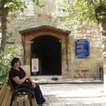 Фото-Вход в мечеть. заглянула. одна кладка и пахнет хорошо и тишиной.древние стены.