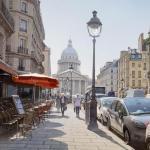 Картина-Lumière vive sur le Panthéon et la rue Soufflot