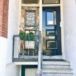 Фото-Жилой дом с жилой дверью