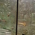 Барельефные и дизайнерские ворота. великого Гауди