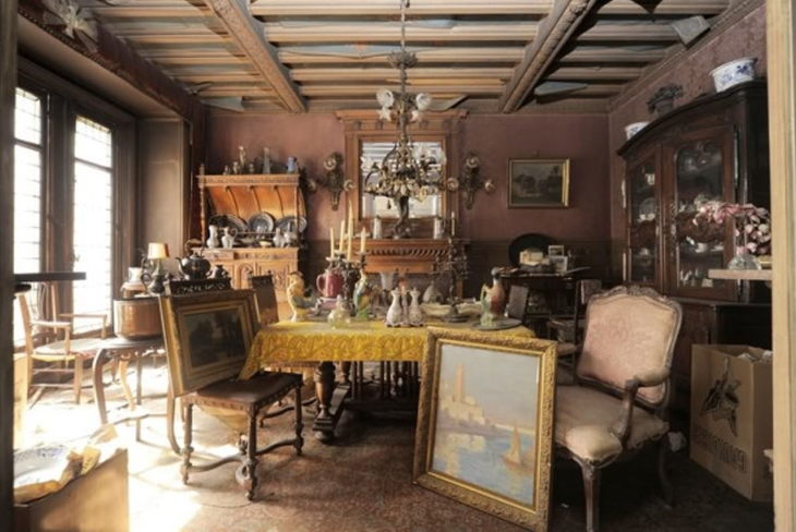 Paintings found in mysterious apartment in Paris