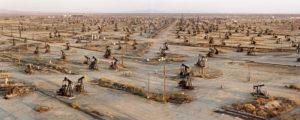 edward-burtynsky_oil-fields-ca2003