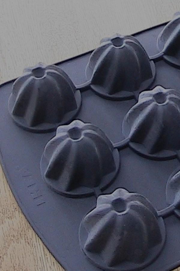 Mini bundt tin for snowman cakes
