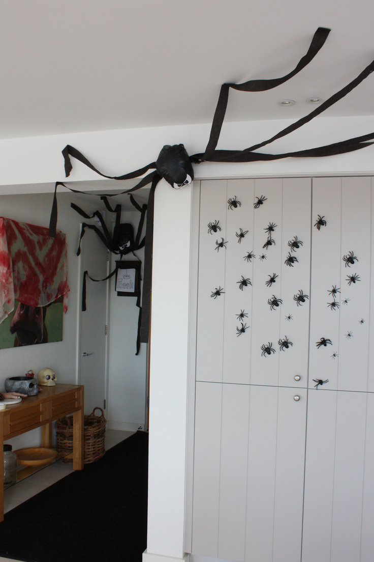 Easy Bin Bag Spider Halloween Decorations