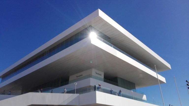 Detalle del edificio Veles e vents en el Puerto de Valencia