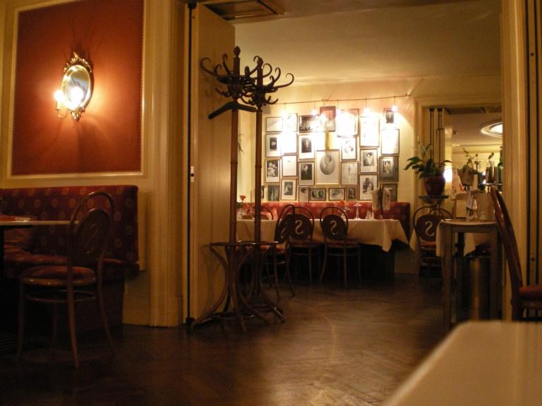 Interior del Cafe Sacher en Innsbruck