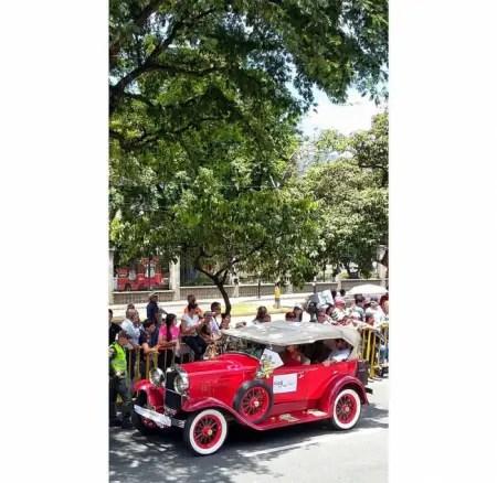 Desfile de autos clásicos y antiguos feria de las flores 2018