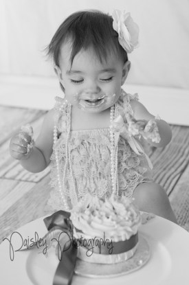 Cake Smash Photography - Calgary Child Photographer