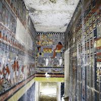 Descoberto no Egipto um túmulo colorido que está a intrigar os arqueólogos