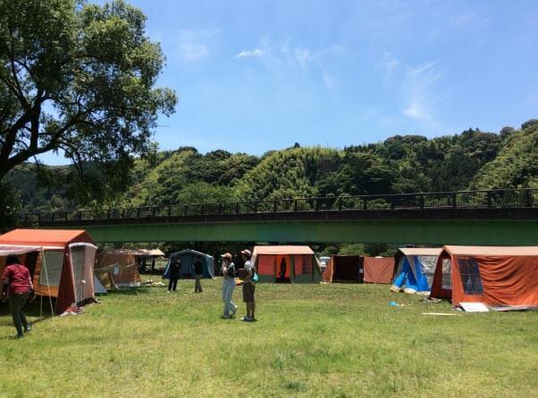 パジャマムーンのレトロテント展示即売会@寺島河川敷公園
