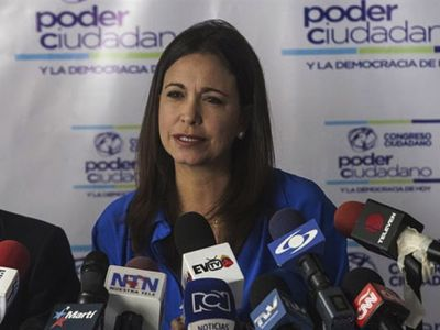 El golpe de Estado pondría en el poder a María Corina Machado. El 26 de enero de 2015, la ex diputada recibía en Caracas a sus principales cómplices extranjeros.