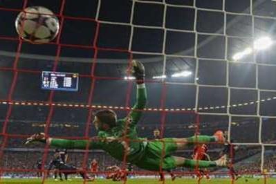 Bolos satu demi satu dalam jarak setengah jam sahaja. United tewas di tangan Bayern Munich 3-1 malam Rabu pada peringkat suku akhir kedua Piala Eropah 2013.
