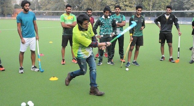 Ali-Zafar-teefa-at-Pakistan Hockey Stadium -Support pakistan Hockey Star Actor Singer