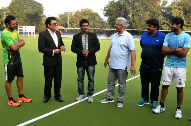 Waris Baig and Malkoo pledged to prepare a new song for the hockey team