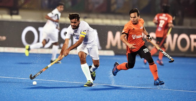 The 2018 Hockey World Cup fixture between Pakistan and Malaysia ended in a 1-1 draw in Indian city of Bhubaneswar on Wednesday to leave the Greenshirts needing a win against Netherlands if they are to qualify for the next round. Muhammad Atiq's strike in the 51st minute gave Pakistan the lead in the must-win fixture. However, the Malaysian side equalized just four minutes later with a goal from Faizal Saari. Meanwhile, Germany thrashed Netherlands by 4-1 in the first match of the day. Valentin Verga gave the Dutch side a shock lead in the 13th minute of the game. But normal service was resumed as the Germans came back in spectacular fashion to net four times. Mathias Muller scored the equalizer in the 30th minute before Lukas Windfeder made it 2-1 in the 52nd minute. Marco Miltkau netted Germany's third goal two minutes later. Jan Christopher Ruhr scored the fourth and final goal two minutes before time. With a loss and draw to their name, Pakistan will qualify for the next stage if they beat Netherlands on December 9. Germany top Pool D with six points while Netherlands are in second place with three points. Pakistan and Malaysia are third and fourth with a point each, separated only by goal difference.