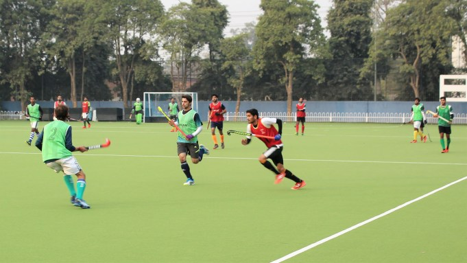 The two day trials for the selection of Pakistan hockey team for the FIH Pro League, commenced at the National Hockey Stadium, Lahore. 38 camp shortlisted players were tested in three sessions of 30 minutes each. The trials were watched by the national selection committee comprising of Islahuddin Siddique (chief selector), Ayaz Mahmood, Qasim Khan and Mussaddiq Hussain. Acting Secretary General Muhammad Ikhlaq Usmani were also present. The trials will conclude on Saturday and the final team for the FIH pro league will be announced. Pakistan's first match is against Argentina in Cordoba, Argentina on 2nd Feb 2019. Note: Picture and video attached with this email.. ایف آئی ایچ کے زیر اہتمام پرو ہاکی لیگ میں شرکت کیلئے قومی ہاکی ٹیم کے دو روزہ ٹرائلز نیشنل ہاکی اسٹیڈیم لاہور میں شروع ہوگئے.مزکورہ ٹرائلز میں 38 کھلاڑیوں نے شرکت کی.ٹرائلز میں 30 منٹ کے 3 سیشن رکھے گئے.اس موقع پر قائمقام سیکریٹری پی ایچ ایف اخلاق عثمانی,چیئرمین سیلیکشن کمیٹی اولمپیئن اصلاح الدین,سیلیکشن کمیٹی ممبرانایاز محمود,قاسم خان اور مصدق حسین موجود تھے.جبکہ فائنل ٹرائلز کل بروز ہفتہ نیشنل ہاکی اسٹیڈیم لاہور میں لئے جائیں گے.