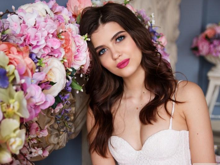 beautiful_russian_girl_flowers-wallpaper-3200x2400