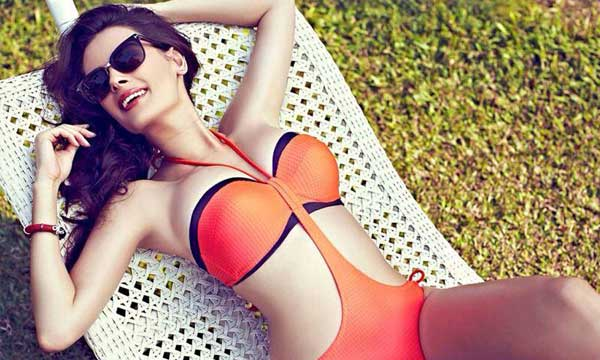 evelyn-sharma-bikini-photos