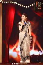 Mahira Khan at Qmobile Hum Style Awards 2016