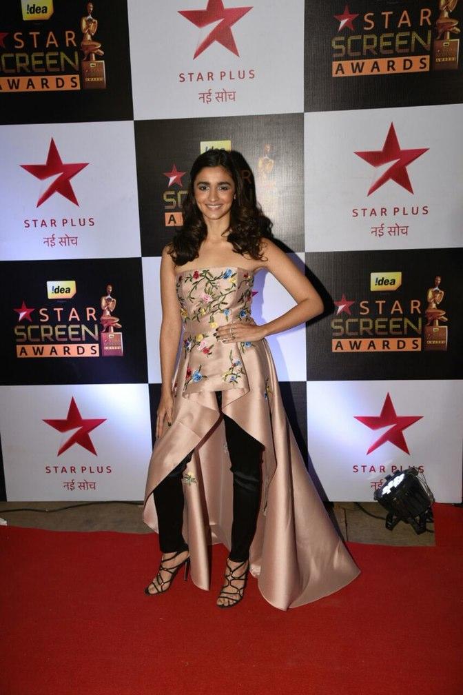 Alia Bhatt at star screen awards