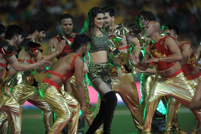 Kriti-Sanon-IPL-Opening-Ceremony