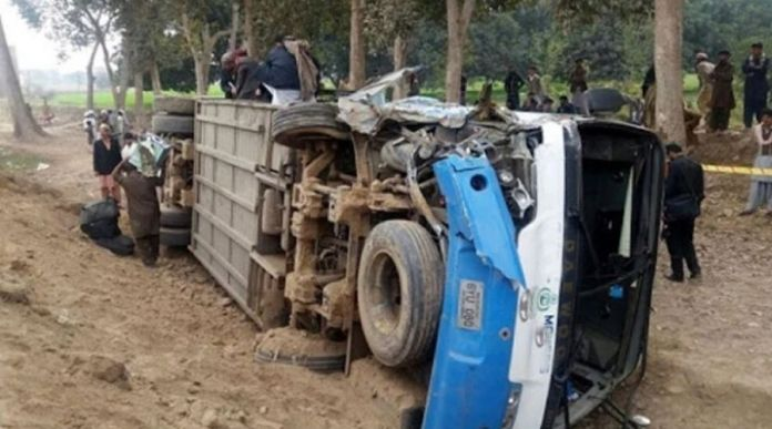 Seven Killed, over 30 injured in Bus Accident near Khanewal