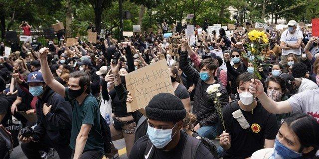 امریکا کے یوم آزادی پر نسلی امتیاز کے خلاف مظاہرے