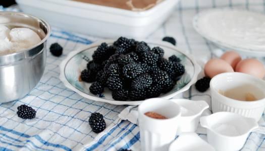 Blackberry bread cake