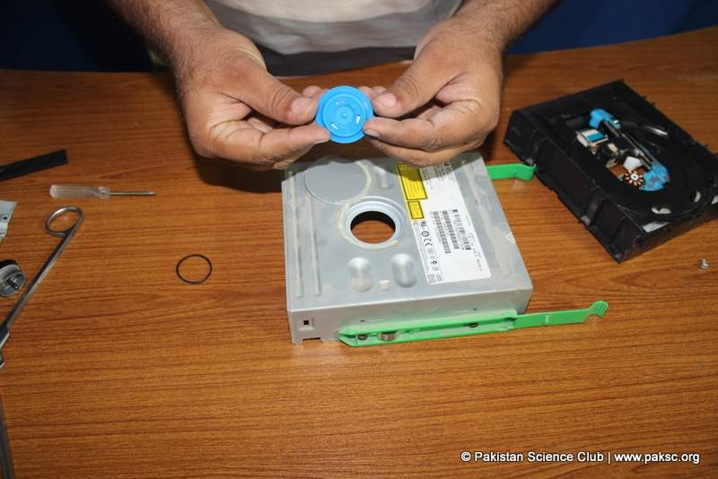 Disc drive hub holder