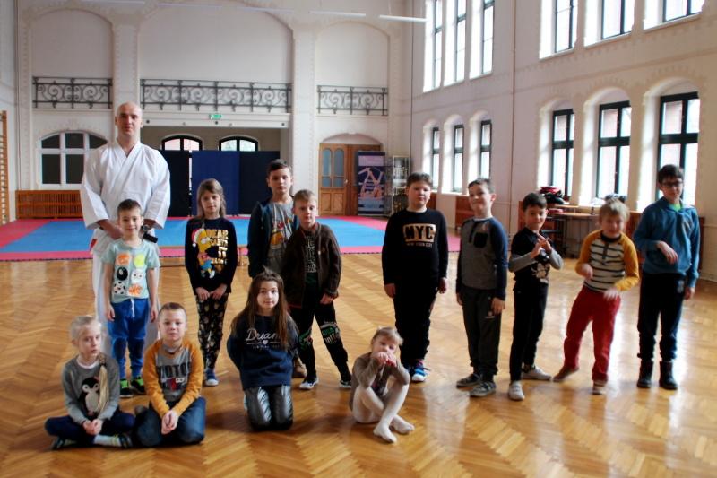 Grupa III/Karate tradycyjne - teatr przedmiotu