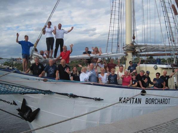Zdjęcie wspólne całej załogi rejsu szkoleniowego nadziobie