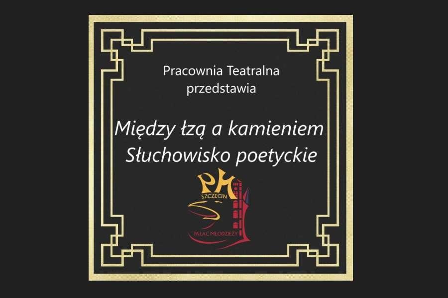 Kwadratowa ramka o złotych brzegach, czarne tło, na dole logo Pałacu w kształcie głowy gryfa