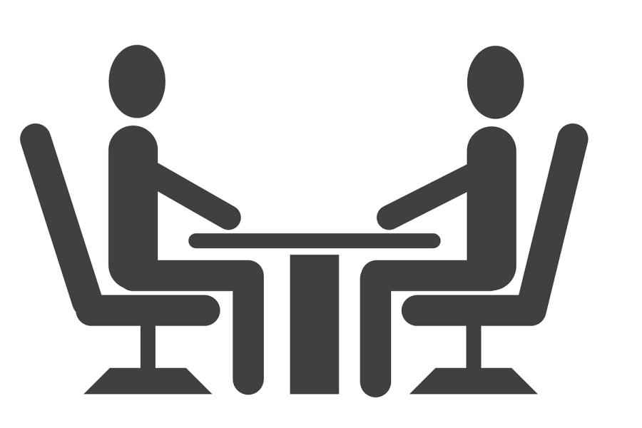 grafika przedstawiająca dwi osoby przy stole