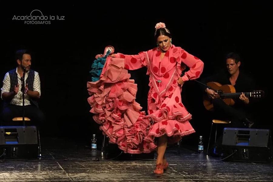 kobieta tańcząca flamenco