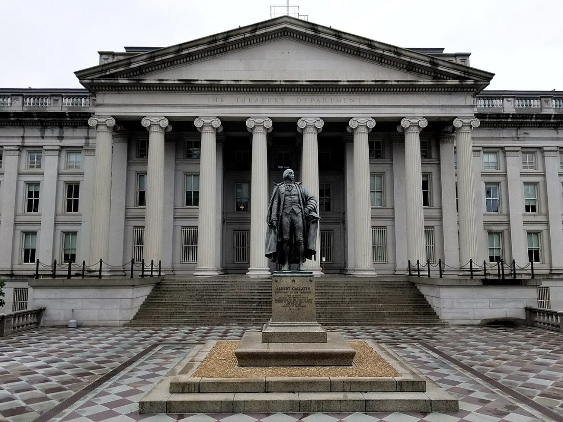 1280px-U.S._Treasury_Building_and_Albert_Gallatin_Statue.jpg
