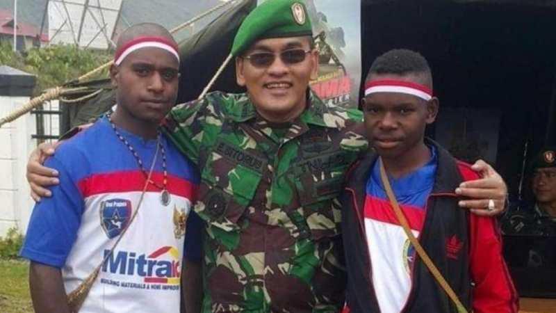 """Youtuber Anggota TNI AD """"Angkat Tanah Papua'""""."""