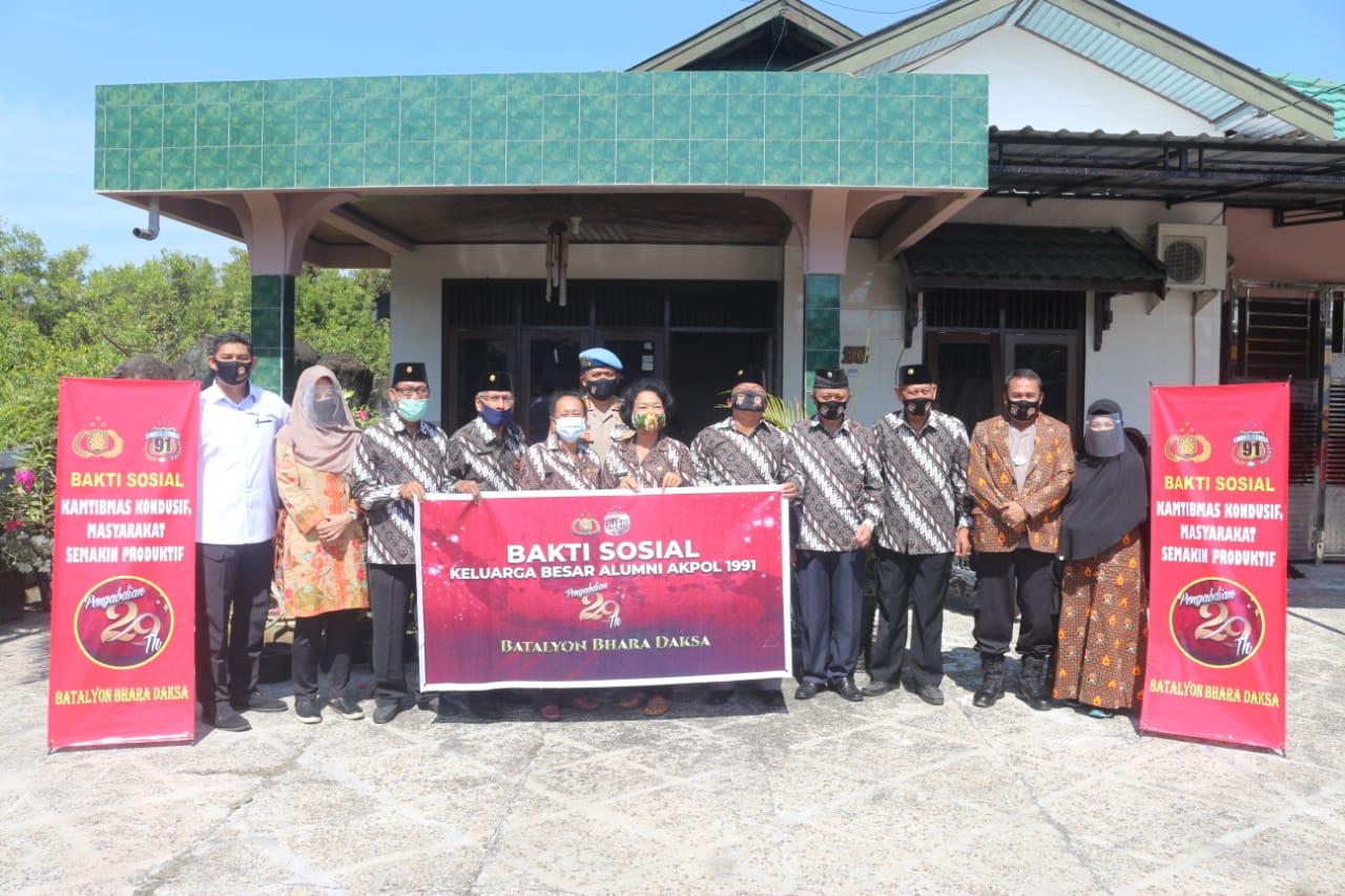 Alumni Akpol 1991 Polda Kalteng, Bagi Sembako Pada warga Kurang Mampu