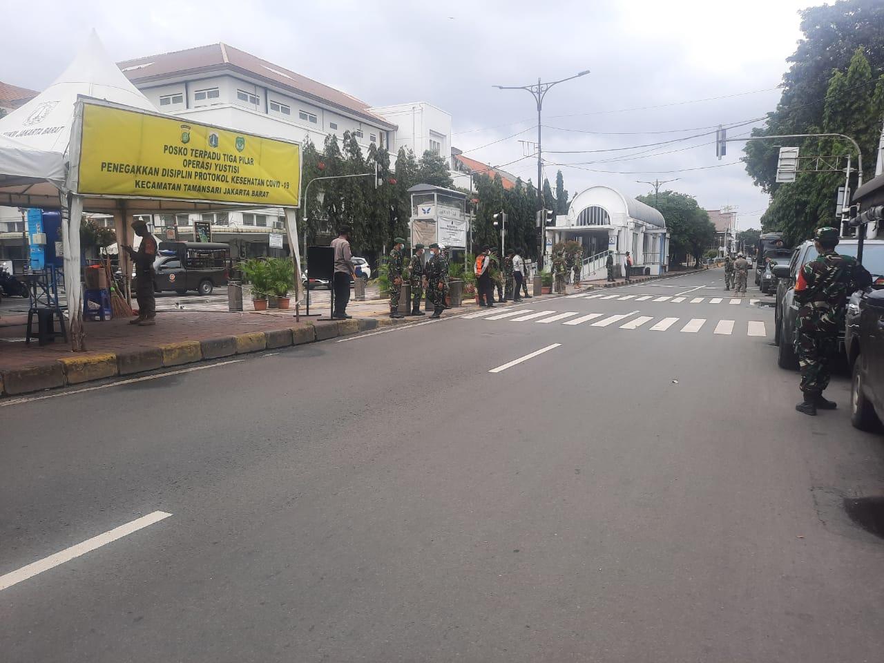 Danrem 052/Wkr, Tinjau Pelaksanaan Ops PPKM di Wilayah Jakbar